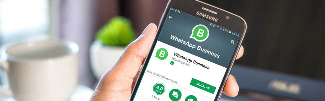 Pantalla de móvil botón instalar whatsapp profesional